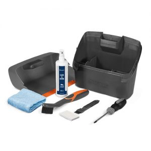 Maintenance kit for cleaning